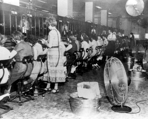 summer_telephone-operators_1951