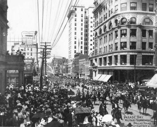 parade-day_1909_clogenson_degolyer