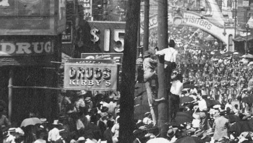 parade-day_1909_det2