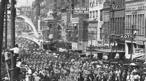 parade-day_1909_det3