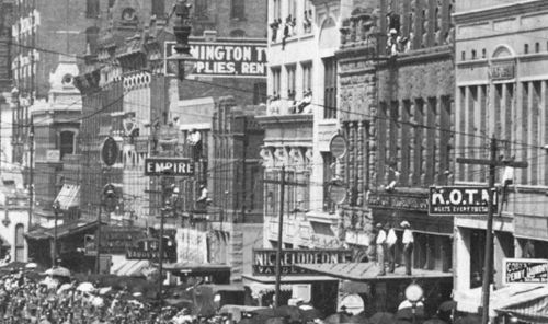 parade-day_1909_det4