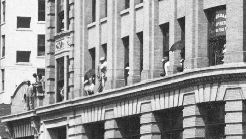 parade-day_1909_det4a