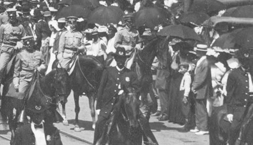 parade-day_1909_det5