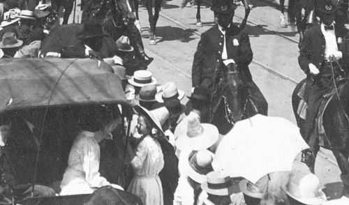 parade-day_1909_det6