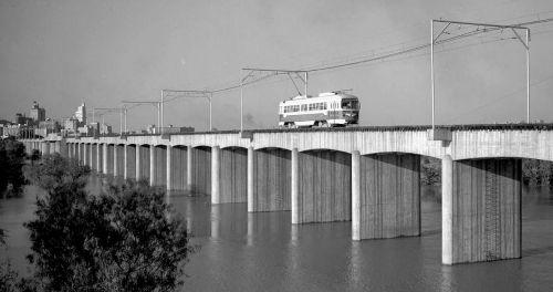 streetcar-crossing-trinity_1946-denverpublib