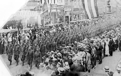 wwi_returning-troops-parade_1919_portal
