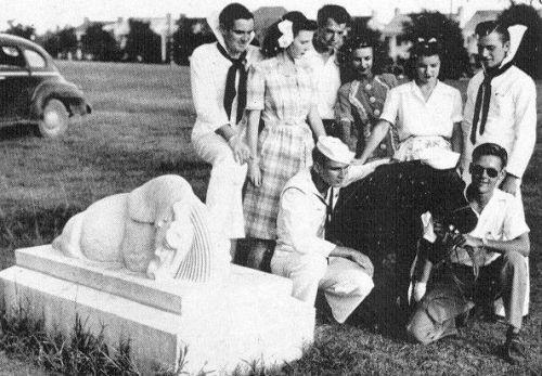 owen_peruna-memorial_wiki_1944