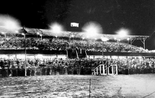 oak-downs_grandstand_night_hurst_bw
