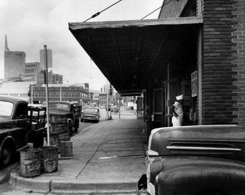 farmers-mkt-area_repub-bank-bldg_1950s_portal