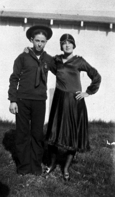 clyde-barrow_sister_1925_utsa_sm