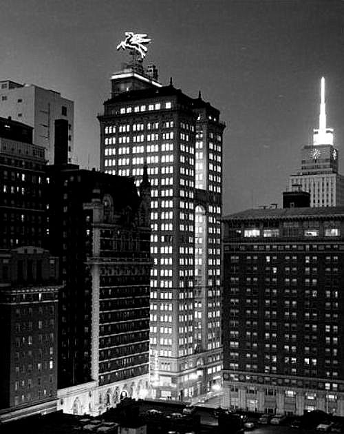 magnolia-bldg_night_briscoe-ctr