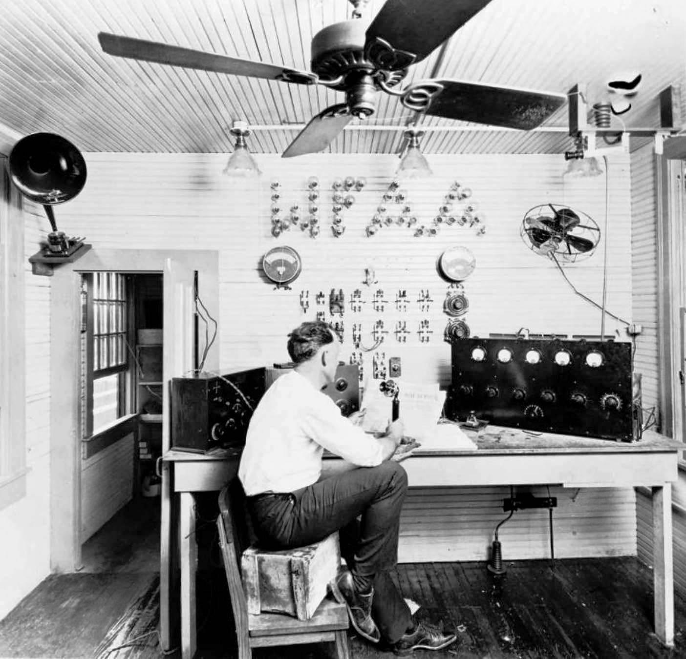 Radio Broadcasting, 1922-Style   Flashback : Dallas