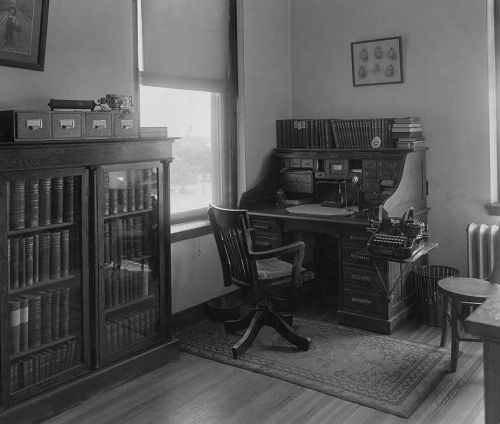 st-pauls_nurses-library_1910_utsw