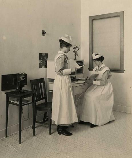 st-pauls_nursing-stn_1910_utsw_sm