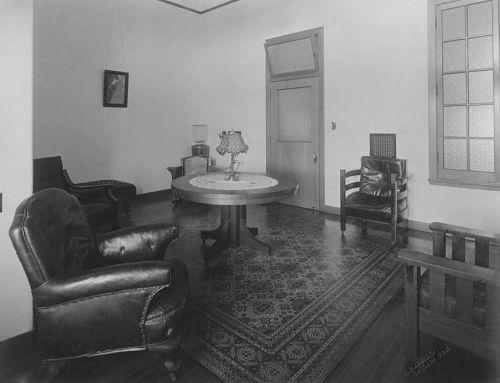 st-pauls_waiting-room_1910_utsw