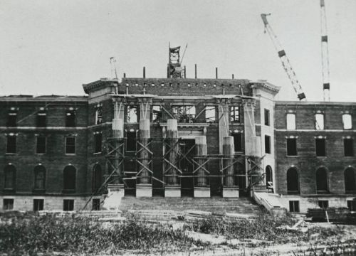 smu_dallas-hall-columns-under-construction_1914_degolyer