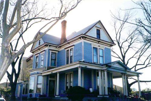 blue-house_homewardboundinc_2000