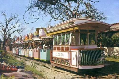 six-flags_mexican-section-fiesta-train_collier