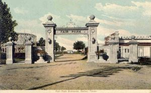 fair-park-entrance_1910_flickr_coltera