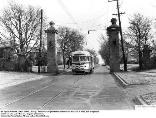 junius-streetcar_junius-gates_DPL