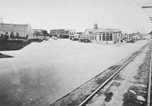 lakewood-shopping-ctr_streetcar-tracks_ca1938_reminiscences
