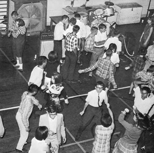 adamson_1966-yrbk_dance-plaid