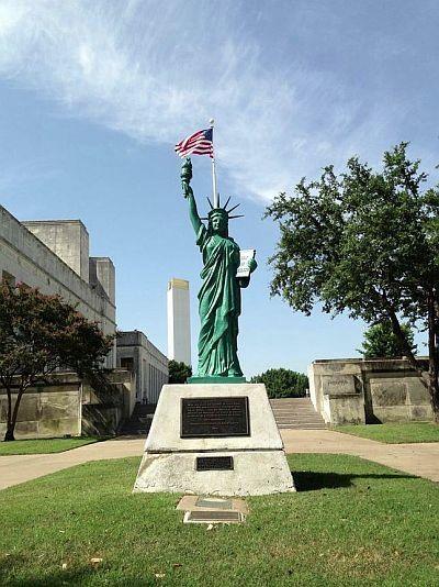 statue-of-liberty_fair-park_roaming-itinerant-blog