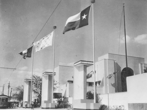 tx-centennial_flags_entrance_nypl