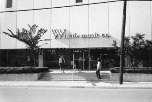 whittles_sign-exterior_oak-lawn_dhs