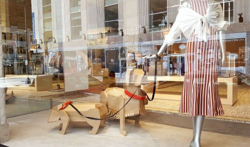 neiman-marcus-window_loran-thrasher_dogs_052417_bosse