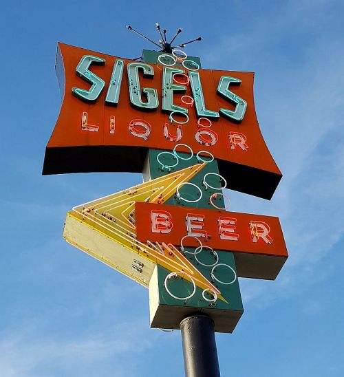 sigels-neon-sign_greenville-ave_072717