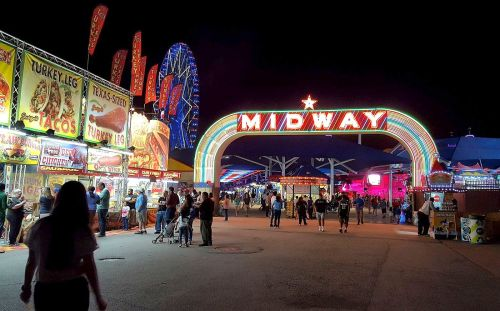 midway-entrance_sfot_night_100417