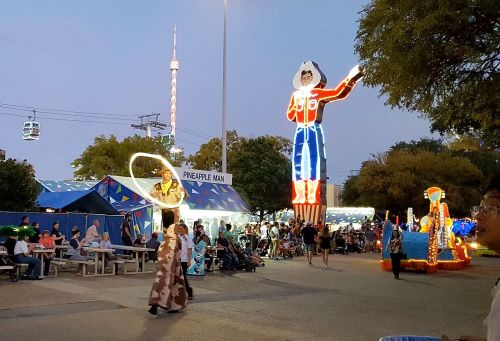 parade_neon-big-tex_lasso-stilts_sfot_100417