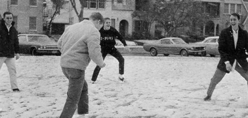 HPHS_1966_juniors_snowball-fight