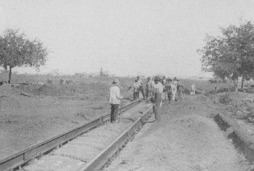 munger-place-bk_ca-1905_degolyer-lib_SMU_street-railway-construction
