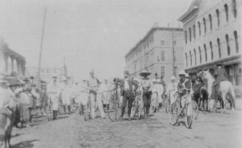 bicycles_dallas_windsor-hotel_cook-collection_degolyer