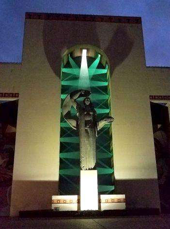 xmas_esplanade_121918_statue-2