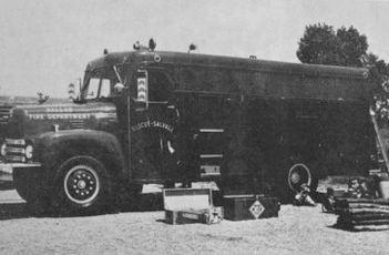 dallas-fire-fighter-magazine_oct-1966_ebay_heavy-duty-rescue-salvage-unit