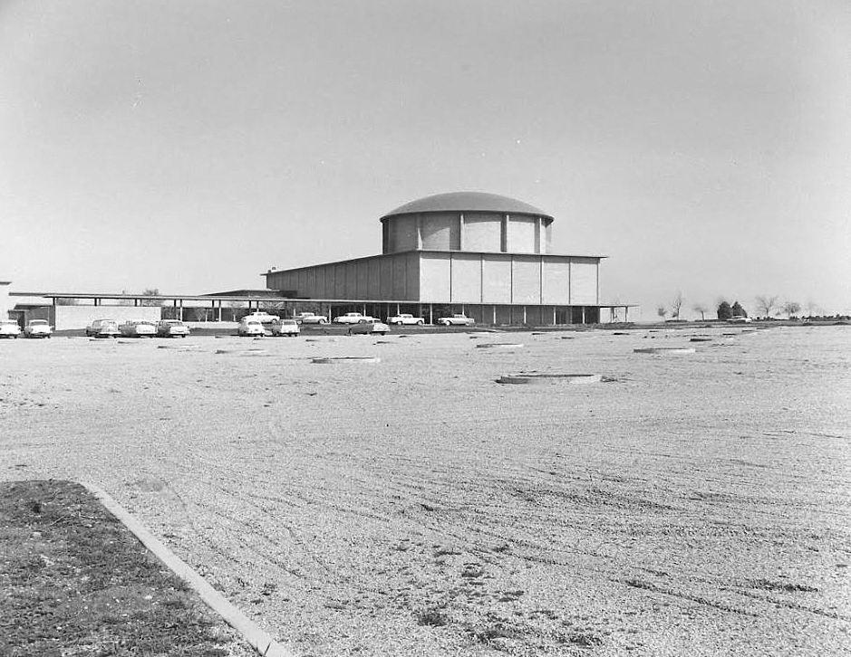 temple-emanu-el_life-mag_1957_b
