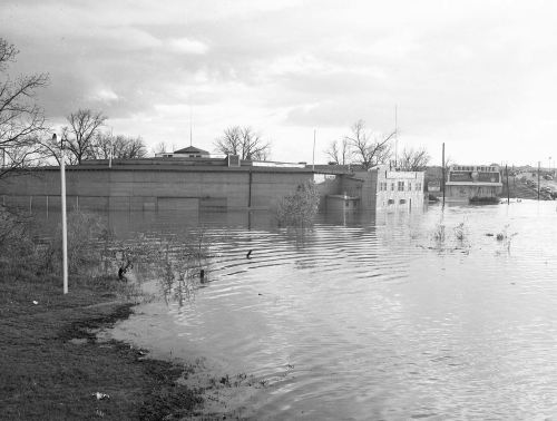 sportatorium_flood_squire-haskins_UTA_no-boys