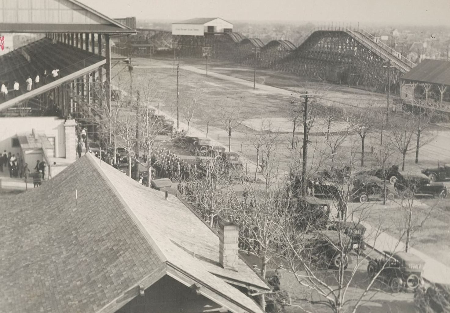 ww1_fort-dick_fair-park_marching-to-mess_roller-coaster_1918_natl-archives