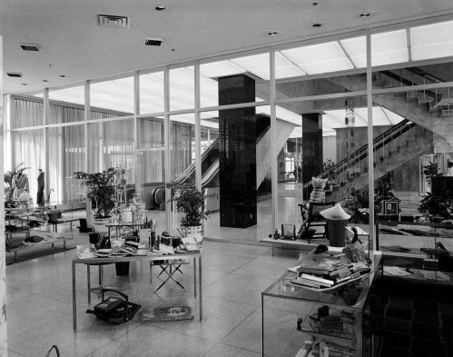 southland-ctr_john-rogers_1959-60_portal_ground-floor-stairs-shop