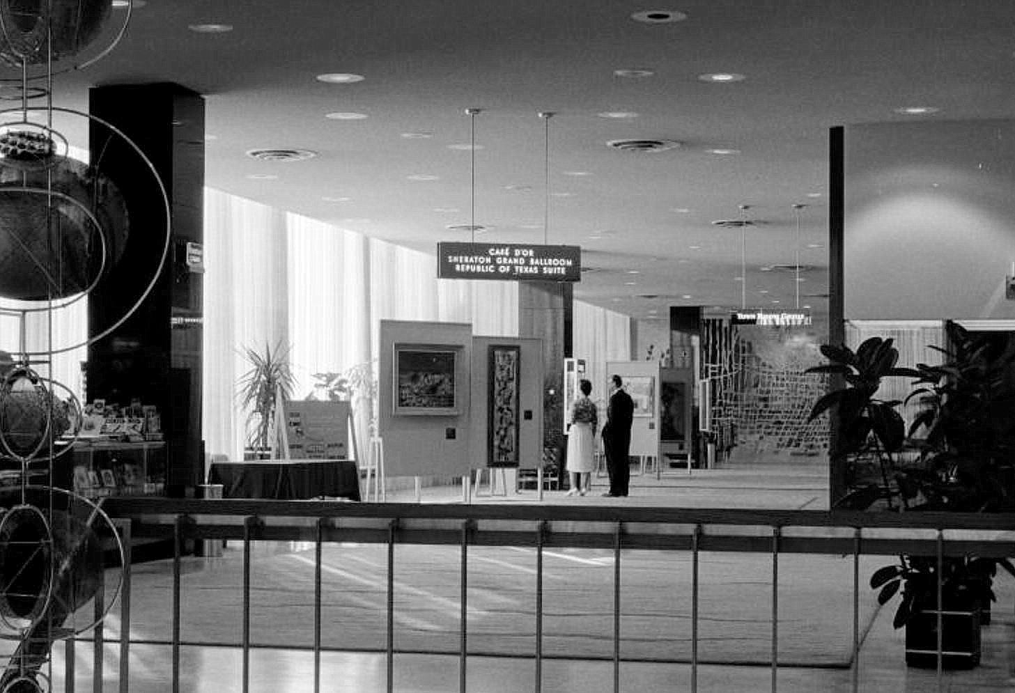 southland-ctr_john-rogers_1959-60_portal_stairs-escalators_kepes-det