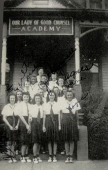 olgc_1942-yrbk_girls_sign