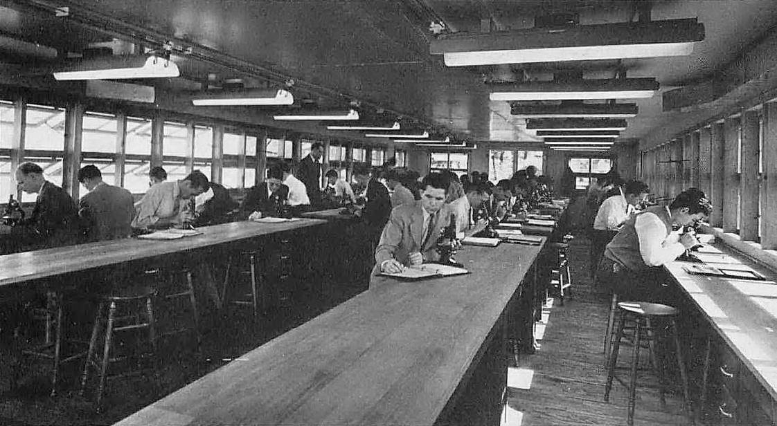 southwestern-medical-college_1944 yrbk_students_microscopes