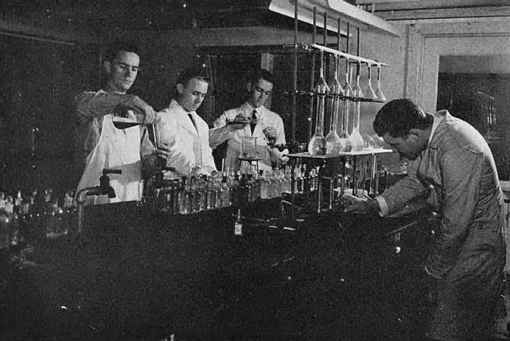 southwestern-medical-college_1944 yrbk_students_test-tubes