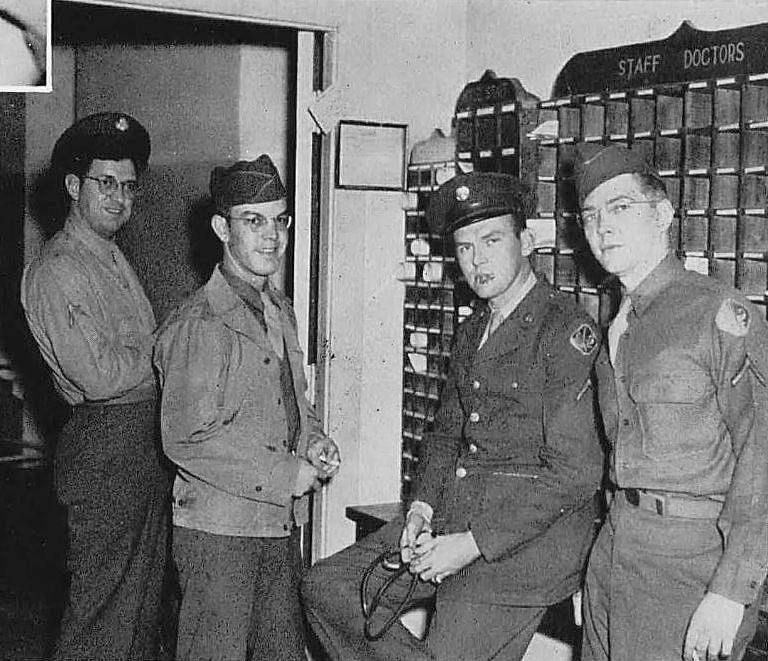 southwestern-medical-college_1944 yrbk_students_upperclassroom_waiting-for-ward-rounds
