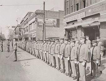 ww1_cadets_commerce-street_1918_natl-archives_sm