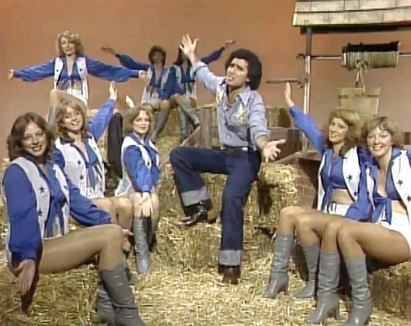 bittman-does-dallas_1980_cheerleaders