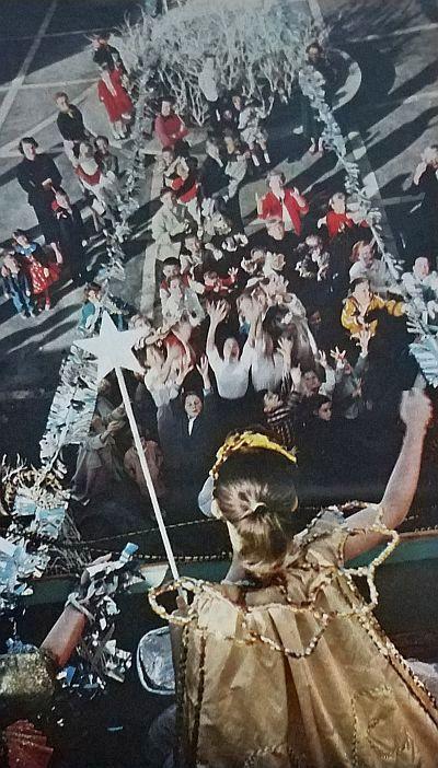 xmas-in-dallas_look-mag_dec-24-1957_oak-cliff-shopping-ctr